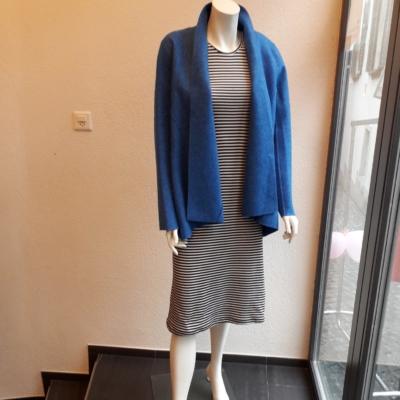 60% Alpaka 40% wool , leicht ,ideal für den Frühling  !!!