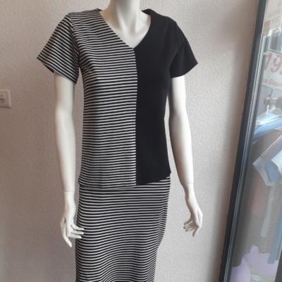 100%Pima Baumwolle, V Ausschnitt,Kurze Ärmeln ,gestreifte und uni marin blaue farbe.